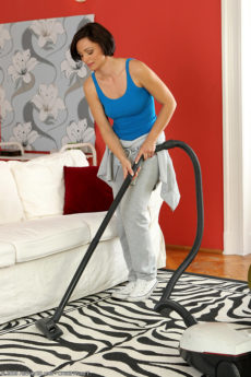 Housework makes bob haired MILF Cameron hot and horny