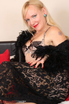 Petite blonde MILF Mouse playing in her lingerie and stockingsry