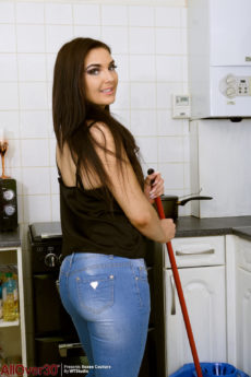 Roxee Couture takes off her jeans to masturbate in the kitchen