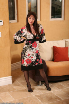 Smoking hot 35 year old MILF RayVeness in stockings and lingerie