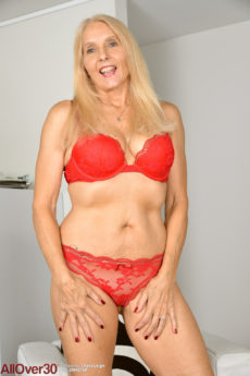60 plus blonde Amazonian babe Chery Leigh dips two fingers into her silky hole