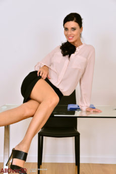 Curvy and leggy beauty Vicky Love is the ultimate secretary