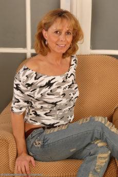 Sexy 44 year old mature honey Margit spreading her wet slit