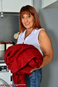 Super curvaceous redhead housewife Beau Diamonds strips doing laundry
